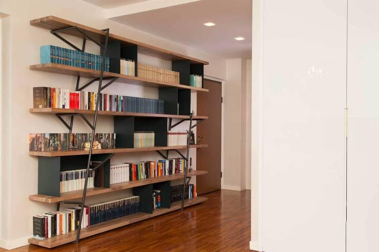 LOGSHELF: Soggiorno in stile in stile Moderno di LI-VING design ideas
