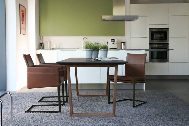 Sala de jantar  por KwiK Designmöbel GmbH