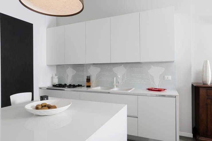 SAN ZENO (BS): Cucina in stile  di HP Interior srl