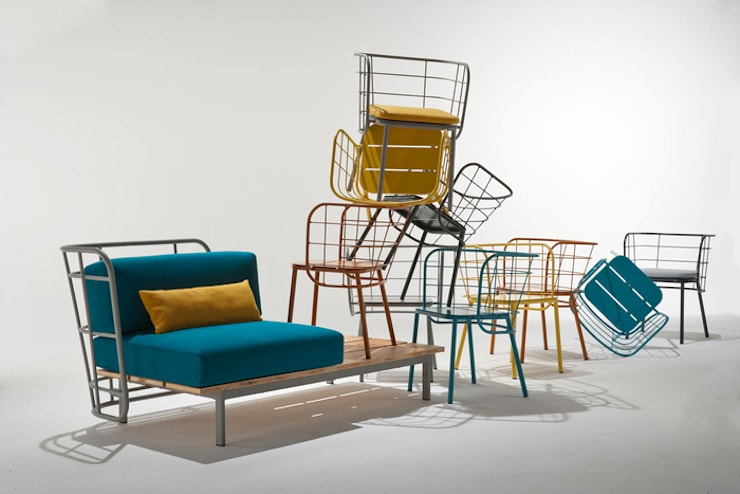 divano con schienale nudo e doghe a vista: Bagno in stile  di 4P1B Design Studio