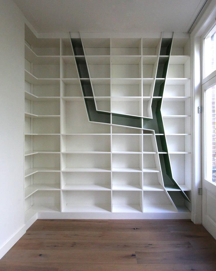 lege kast:   door Obliq Architectuur