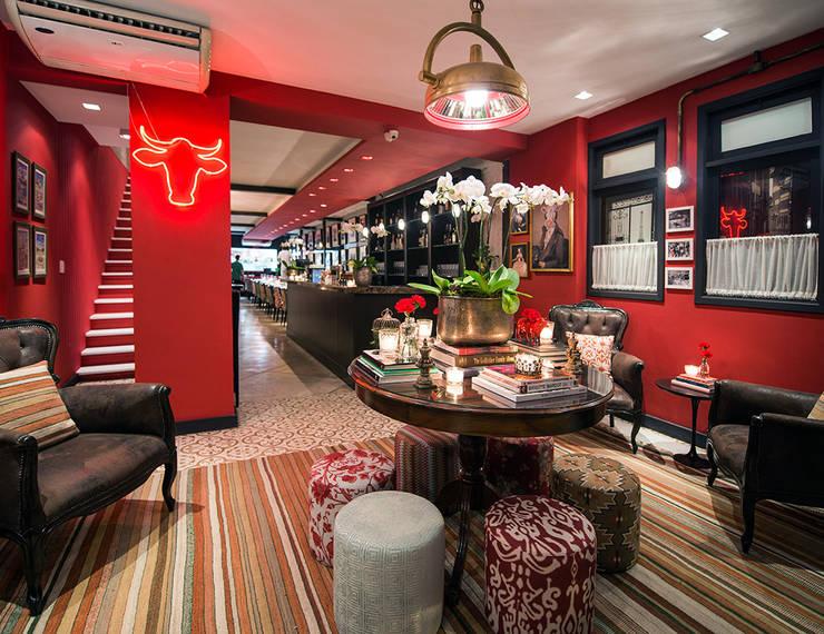 Hall: Sala de estar  por Osvaldo Vintage Store