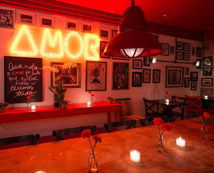 Decor Bistro: Bares e clubes  por Osvaldo Vintage Store
