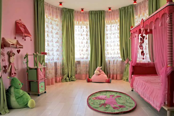 Спальня младшей дочери:  в . Автор – p