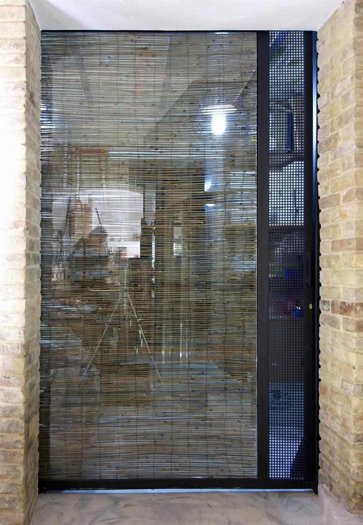Porta in vetro e bambù: Gastronomia in stile  di Rocco Valentini Architecture, Eclettico