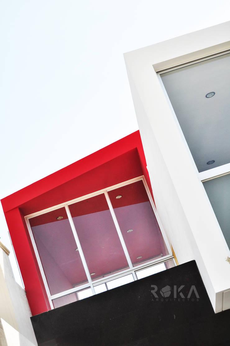 Detalle de fachada: Casas de estilo  por ROKA Arquitectos