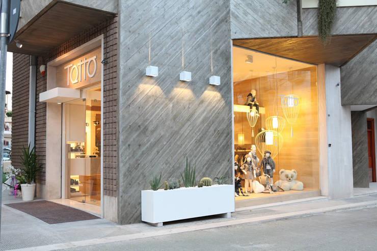 Boutique 0-18:  in stile  di FRANCESCO CARDANO Interior designer