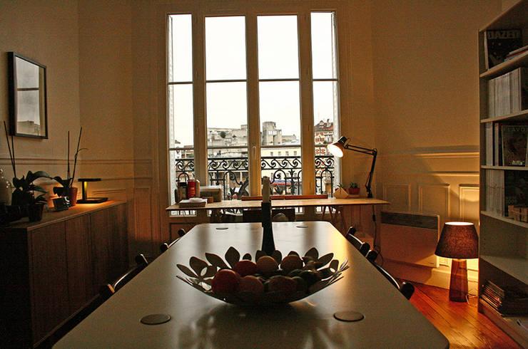 APPARTEMENT PARIS Quand le vintage se mêle à l'haussmanien.: Paysagisme d'intérieur de style  par Camille&Tifany