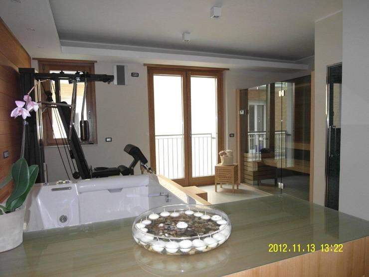 sala fitness: Camera da letto in stile  di BGG architettura