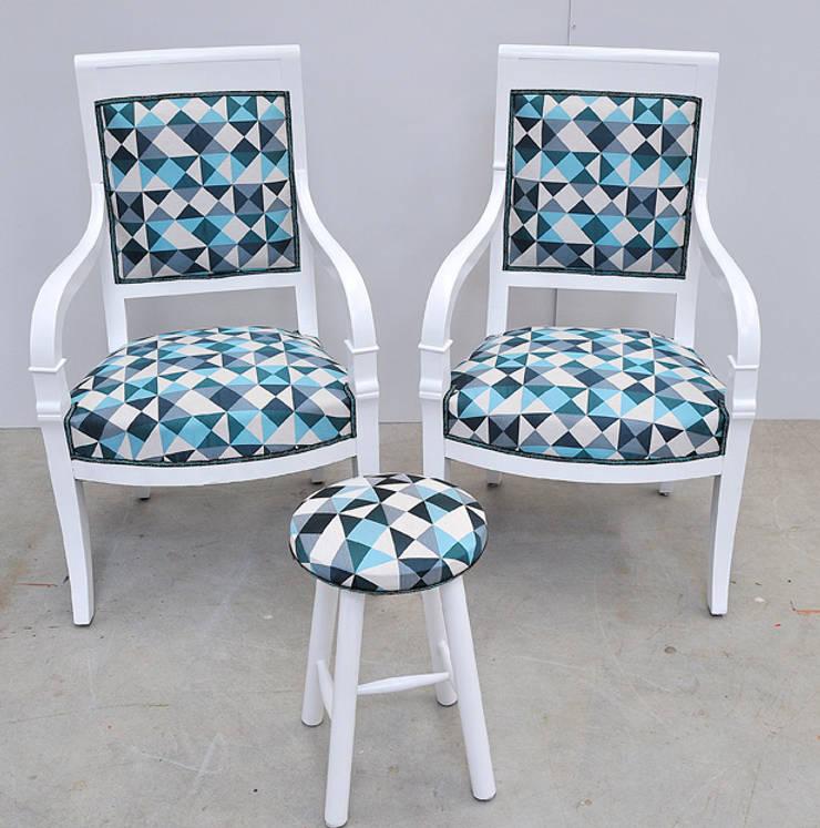 Fauteuil bleu: Salon de style de style eclectique par ATELIER D'éco SOLIDAIRE
