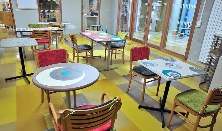 Aménagement d'espace à la ludothèque: Chambre de style  par ATELIER D'éco SOLIDAIRE
