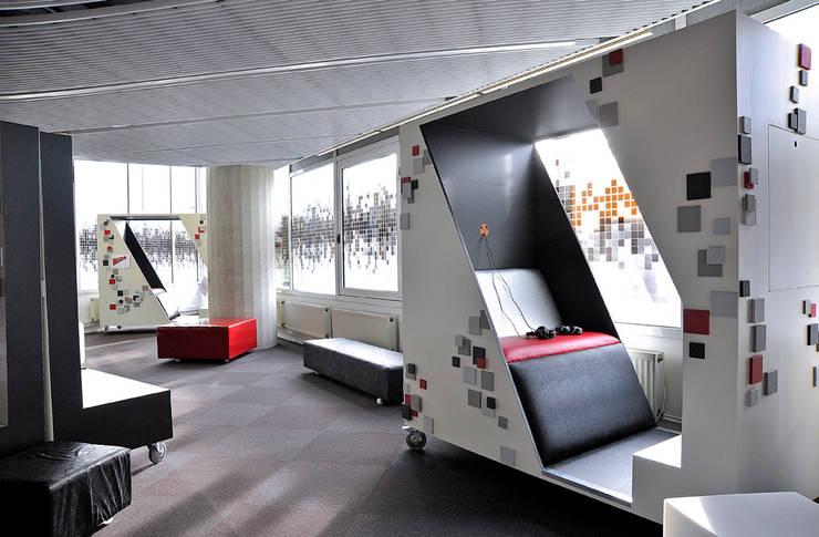 Création de l'espace numérique: Salon de style  par ATELIER D'éco SOLIDAIRE