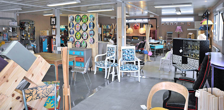 Exposition/vente permanente: Salon de style de style eclectique par ATELIER D'éco SOLIDAIRE