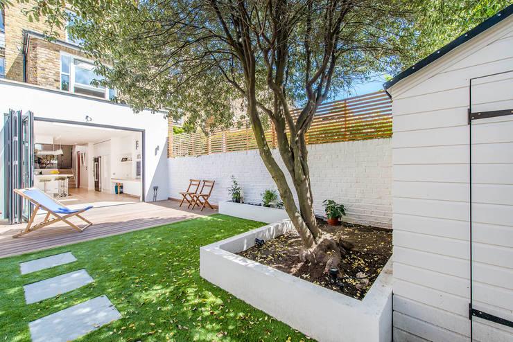 Giardino in stile in stile Moderno di CATO creative
