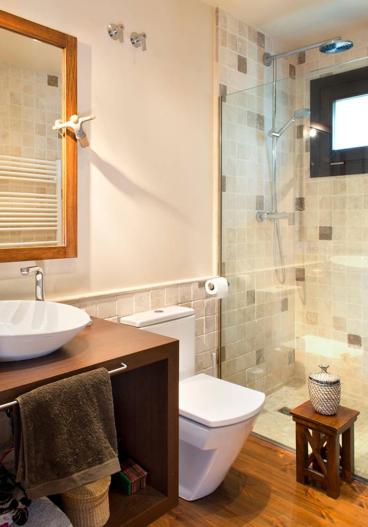 MONTSENY: Baños de estilo  de HOUSE HABITAT