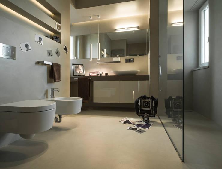 sala da bagno: Bagno in stile  di desink.it