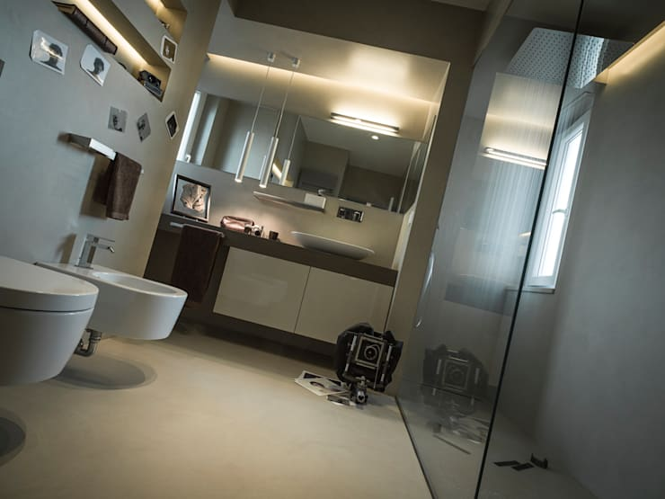Salle de bains de style  par desink.it, Moderne