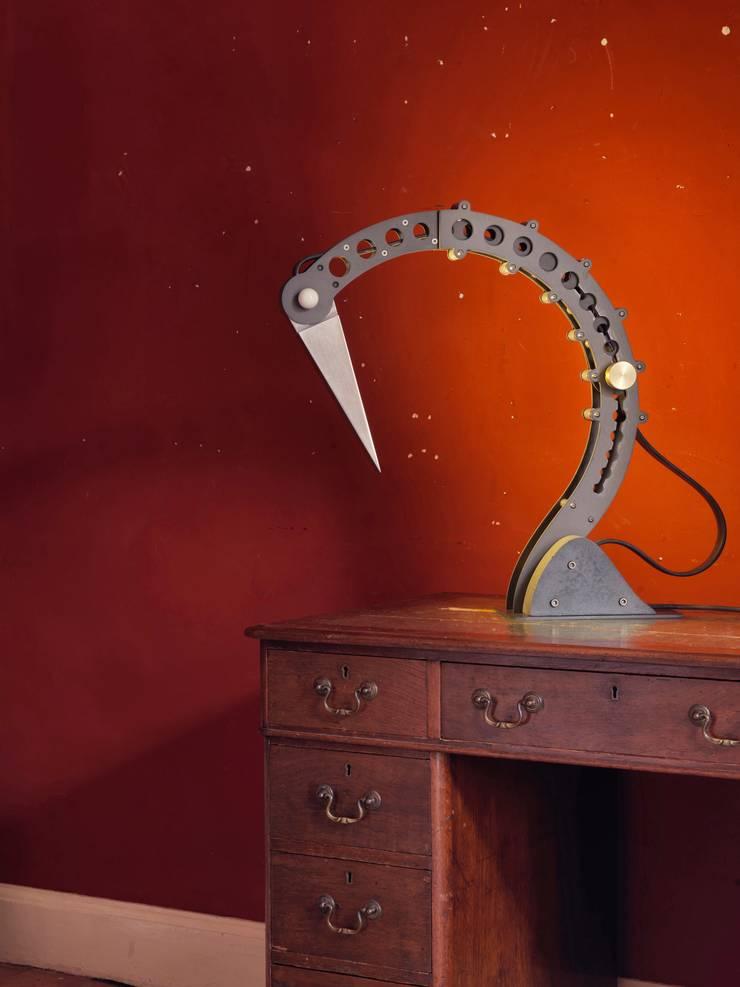 Lamp in the Office:  Study/office by BLOTT WORKS