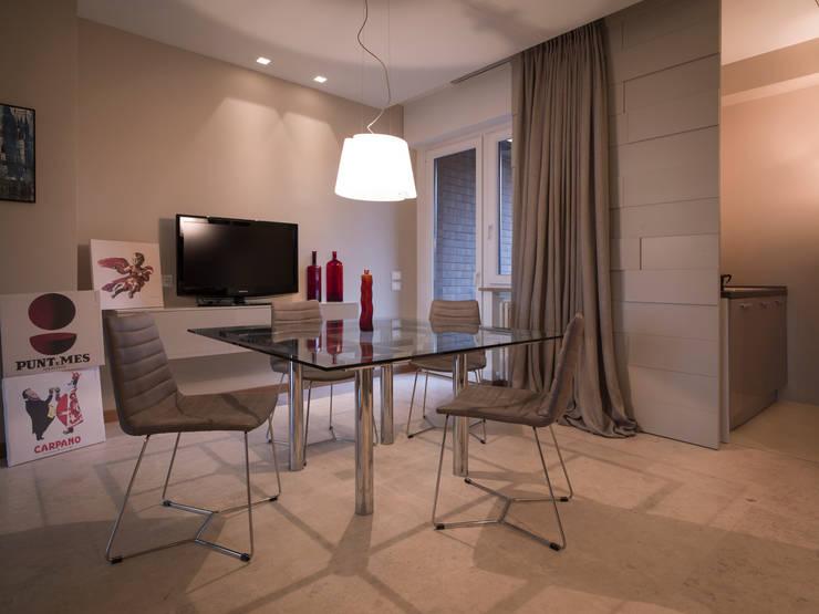 Modern dining room by desink.it Modern