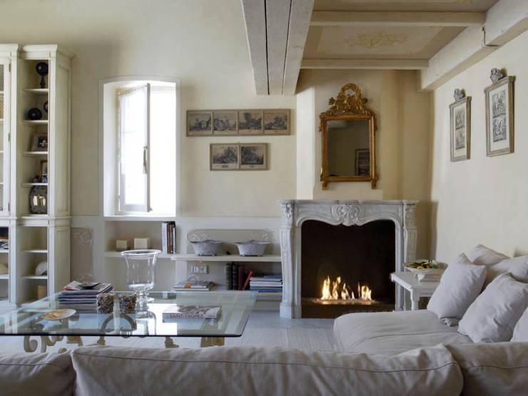 Le cornici francesi: Giardino in stile  di Fuocobio