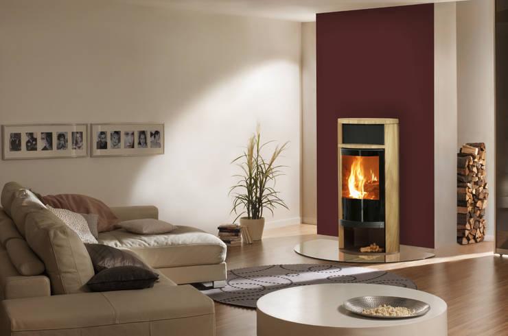 Kaminofen Spartherm Modell SINO Sandstein caramello: klassische Wohnzimmer von Kachelofen & kamin