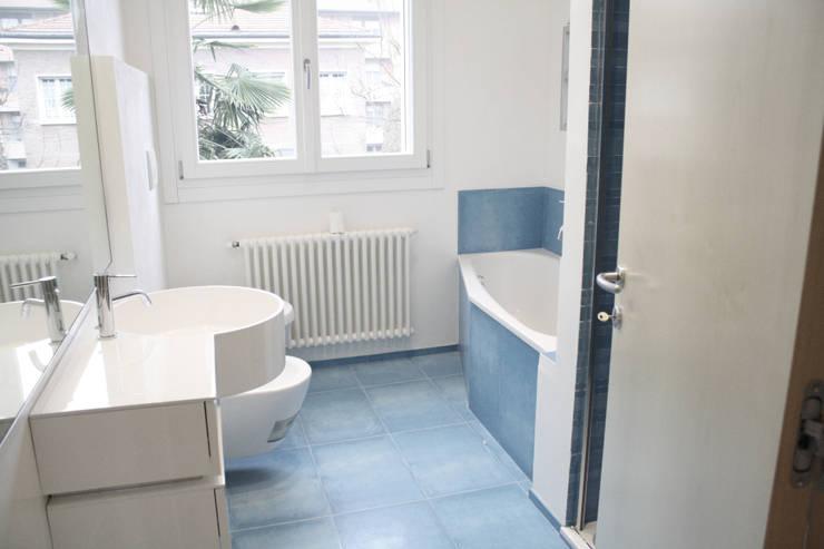 Casa Borio: Bagno in stile in stile Moderno di Studio Thesia Progetti