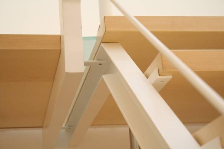 Casa Borio: Ingresso & Corridoio in stile  di Studio Thesia Progetti