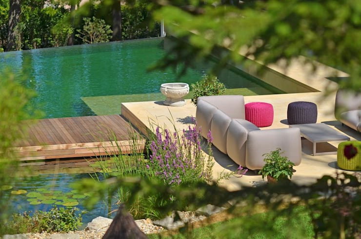 BIOTOP Natural Pool—Classic chic:   by BIOTOP Landschaftsgestaltung GmbH