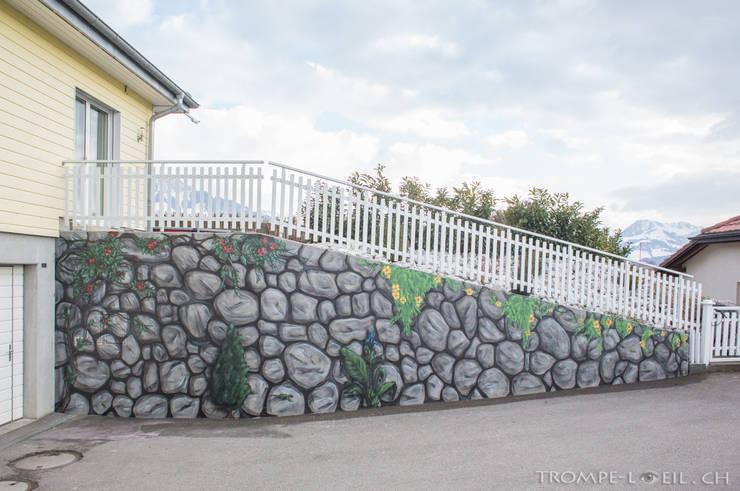 Imitation Mur Pierre + Végétal:  de style  par BAROGRAFF