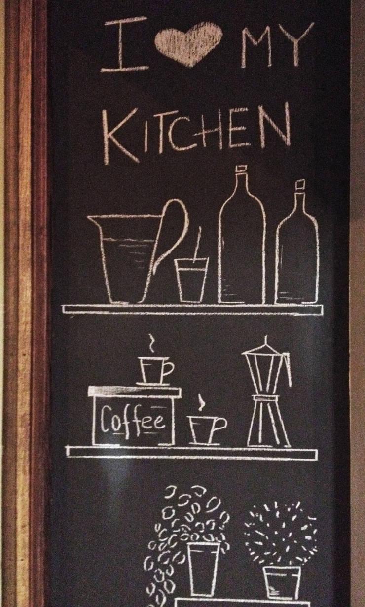 Blackboard Wall: Cucina in stile  di Arch&G