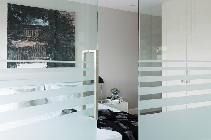 London Duplex Apartment:   by Hartmann Designs Ltd