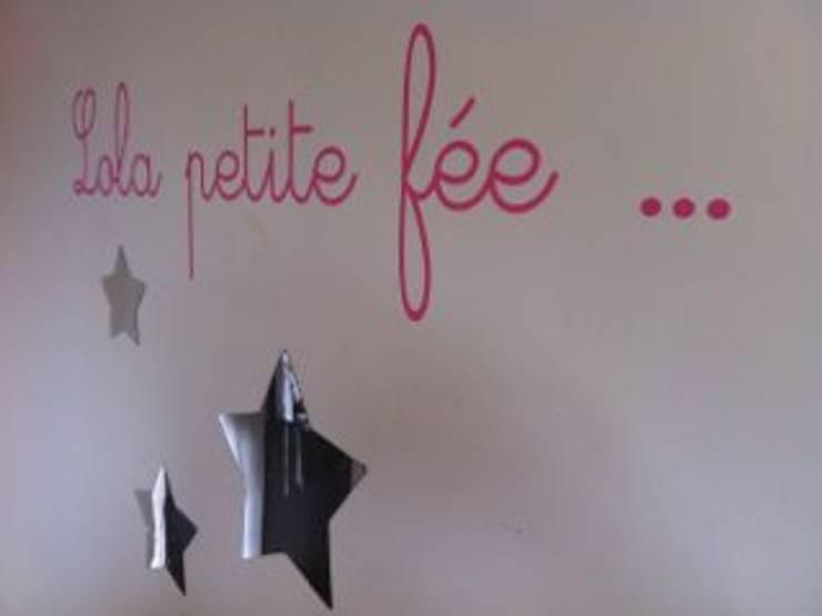 Chambres Enfants: Chambre d'enfant de style  par At Ome