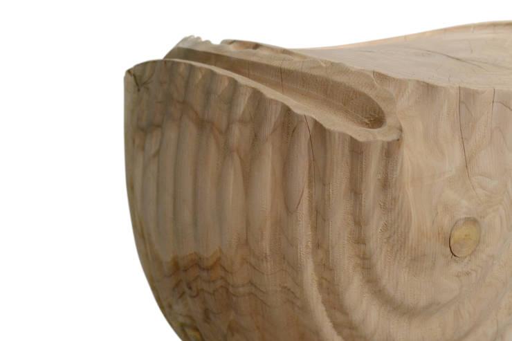 sgabello pipa: Soggiorno in stile  di BICUBE DESIGN
