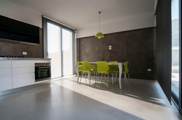 Villa unifamiliare con piscina a Foligno (PG): Sala da pranzo in stile  di Fabricamus - Architettura e Ingegneria