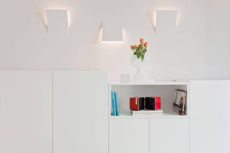 HOUSE FOR HOLIDAYS: Soggiorno in stile  di PAOLO FRELLO & PARTNERS