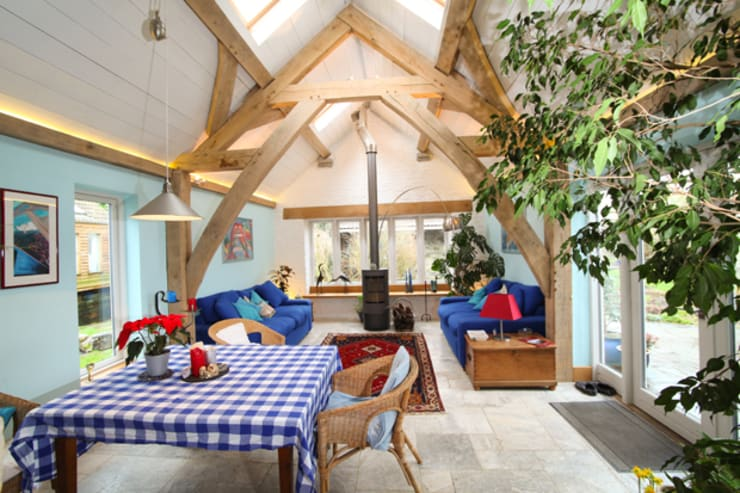 Willow Barn: country Living room by Kaya Design