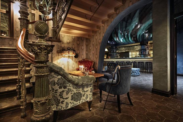 STORA HOTELLET: Puertas y ventanas de estilo  de KriskaDECOR