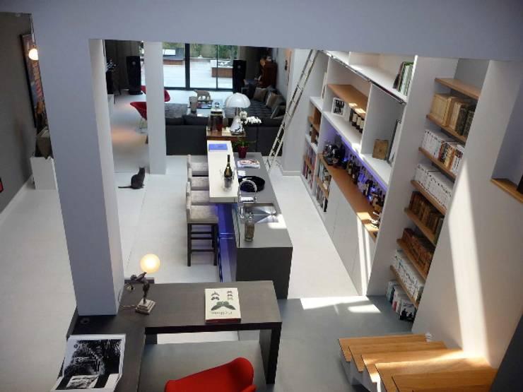 Bar en Béton dans un hôtel particulier: Hôtels de style  par Concrete LCDA