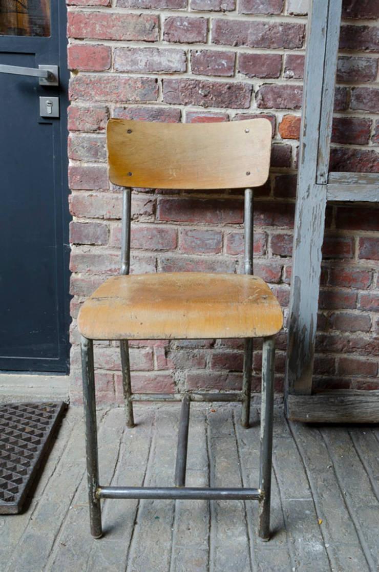 Chaise d'école: Bureau de style de style Industriel par brocantedelabruyere.com
