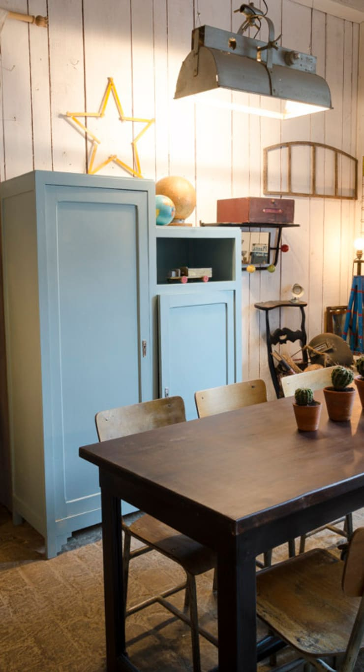 Armoire vintage: Chambre d'enfants de style  par brocantedelabruyere.com