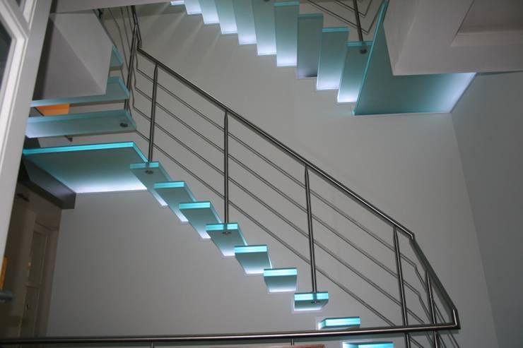 Typ Leuchtglaskragtreppe :  Flur, Diele & Treppenhaus von Wachenfeld Natursteinwerk