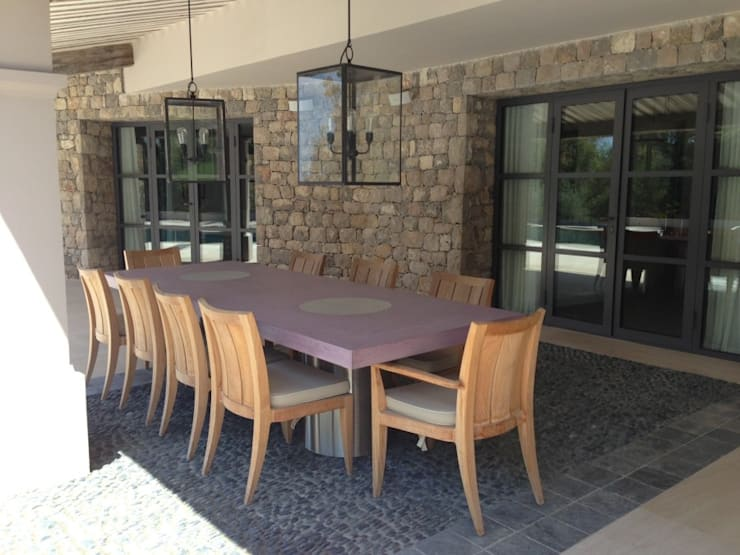 Table Vulcani outdoor: Terrasse de style  par Concrete LCDA