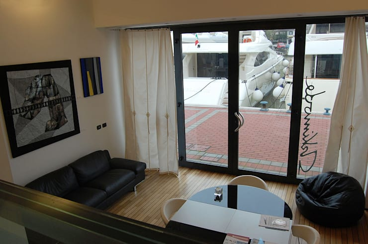 Harbour's Loft – Rimini Riviera: Soggiorno in stile  di Studio Arkimode