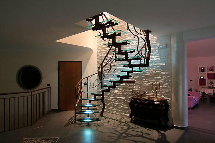 Iron Tree Stair: Soggiorno in stile  di Marco Maria Statella - Architect
