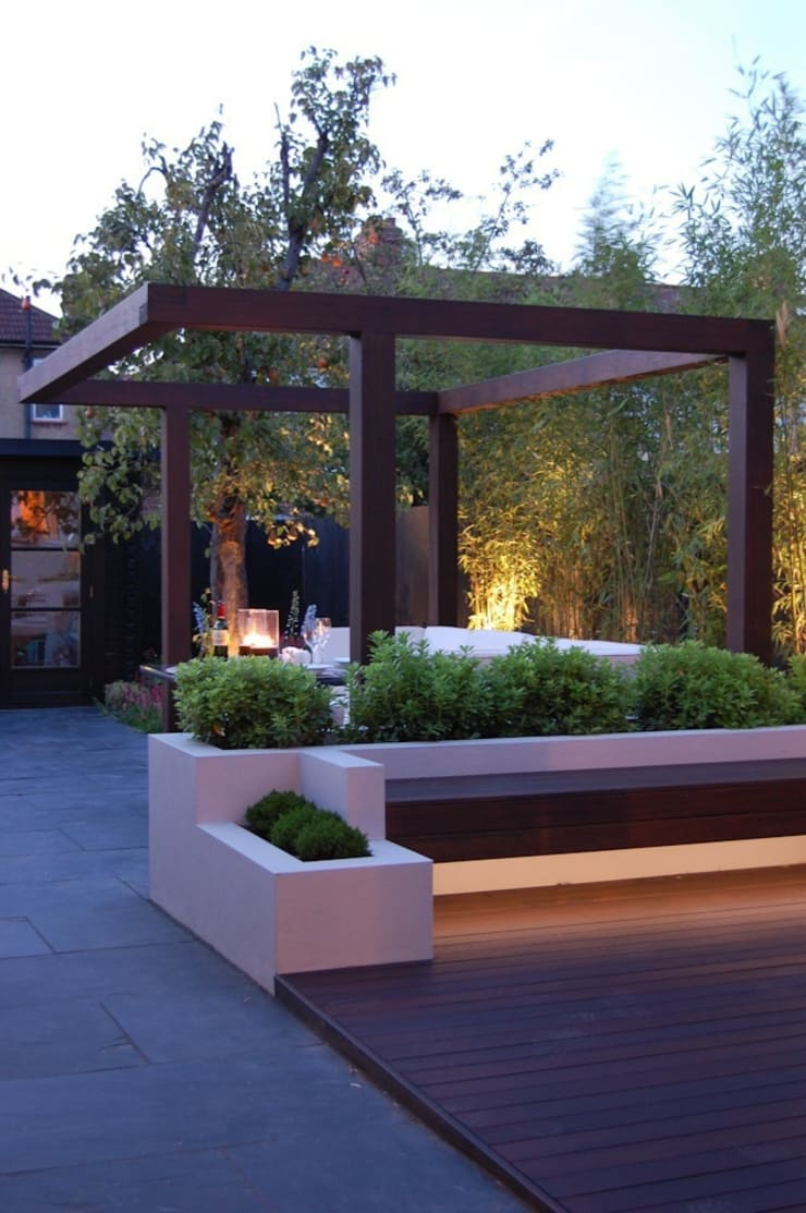 Garden in West London:  Garden by Paul Newman Landscapes