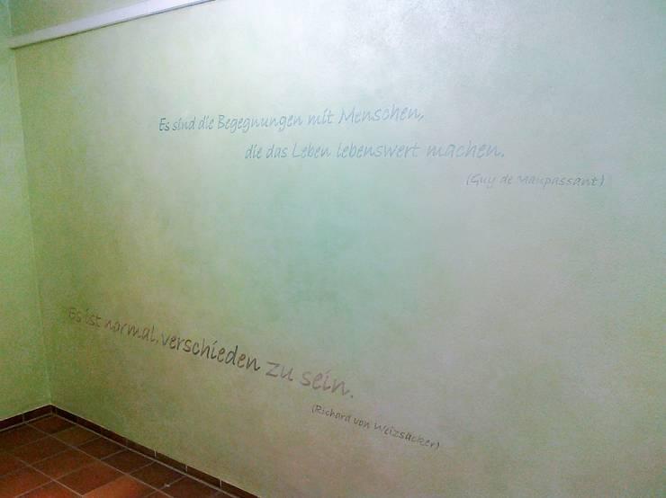 Sprüche auf Wand in Eingangsbereich:  Wände & Boden von Wohnen & Kunst