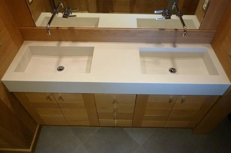 Plan double vasque: Salle de bains de style  par Concrete LCDA