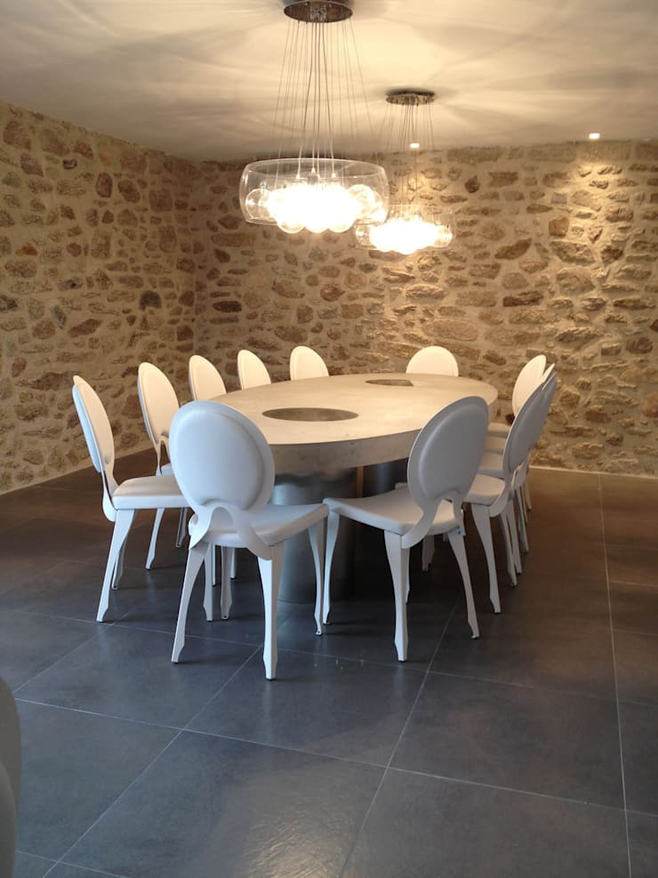 Tables ovales en béton: Cuisine de style  par Concrete LCDA