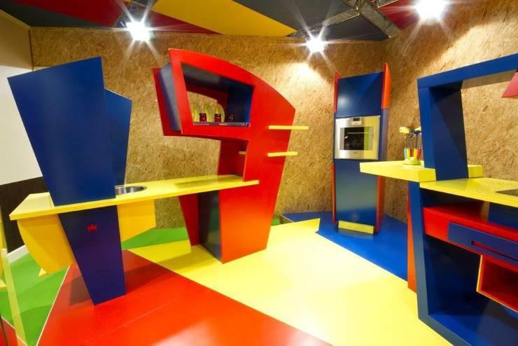 OPERA PRIMA: Cucina in stile  di Marco Leardini 1964