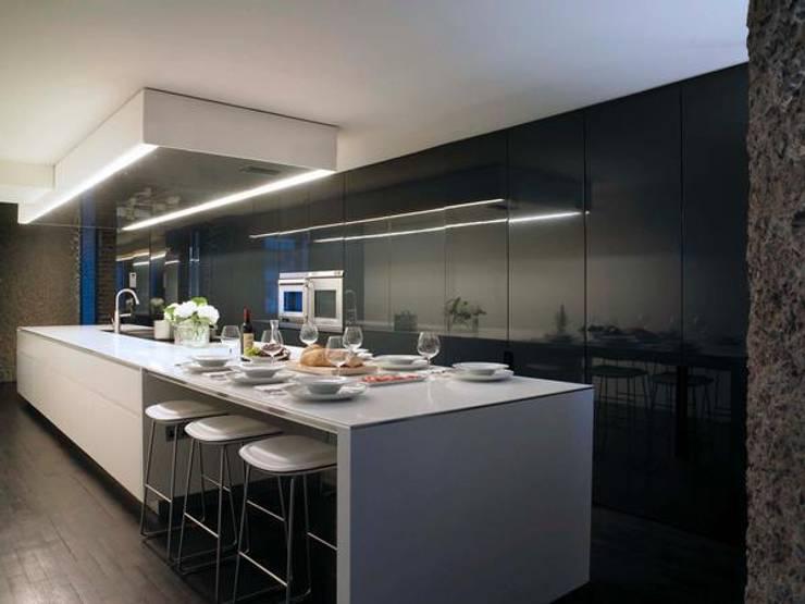 Natural retreat:  Houses by SB design Studio